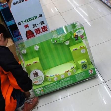 7-Eleven 亞加力與紙座檯箱