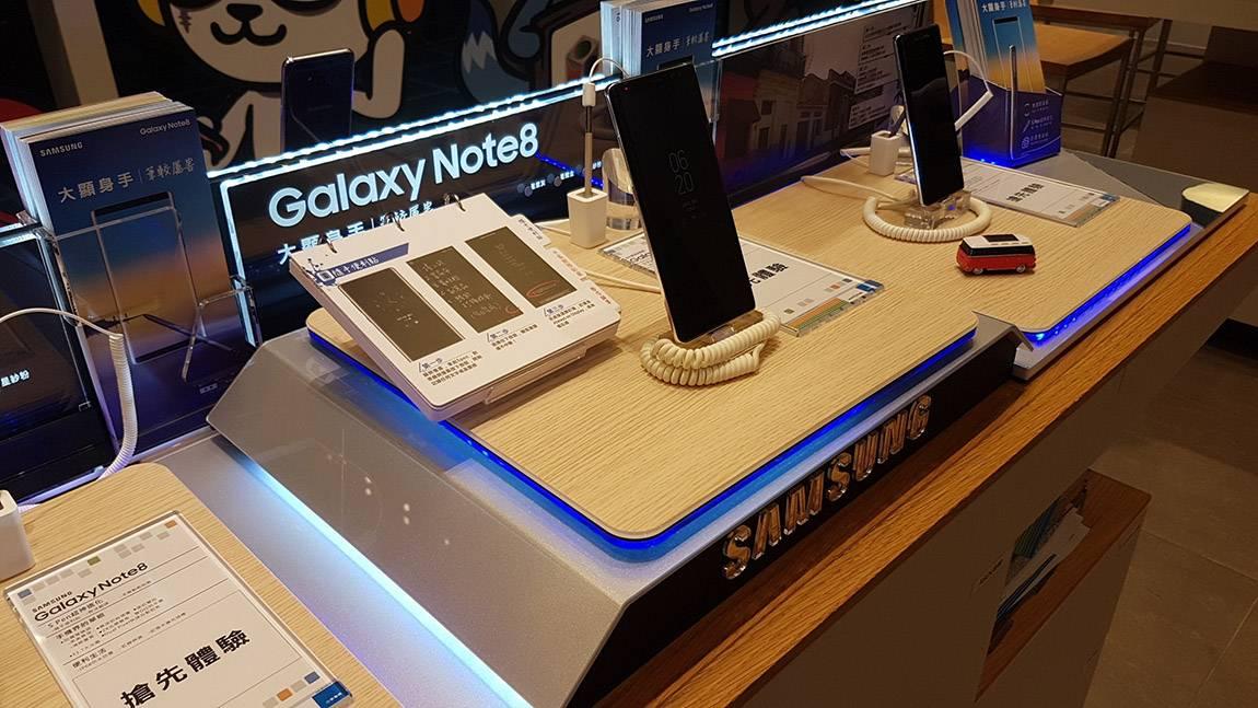 三星 Note8手機陳列膠座零售解決方案