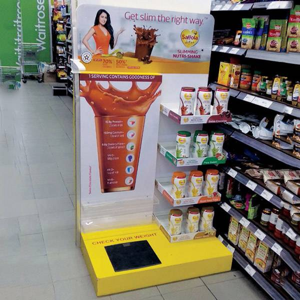 零售店鋪L型亞加力裱貼紙結合陳列木架
