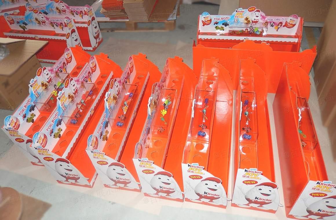 kinder topshelf display